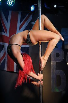 Bridge/one up to knee, one down/bottom foot hooks and push as top flex hook and straight Pole Fitness, Pole Dancing Fitness, Dance Fitness, Aerial Dance, Aerial Silks, Aerial Yoga, Sexy Poses, Pole Dance Sport, Fitness Inspiration