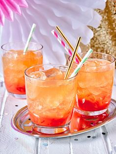 Blood Orange Gin Cocktail- Blutorangen-Gin-Cocktail The perfect blend of fruit juice, gin and ginger ale - Best Gin Cocktails, Gin Cocktail Recipes, Easy Cocktails, Classic Cocktails, Cocktail Shots, Colorful Cocktails, Drink Recipes, Ginger Ale, Cocktails For Beginners