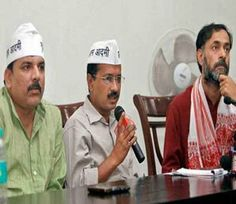 दिल्लीत सरकार स्थापनेसाठी केजरीवाल अनुकूल, सोमवारी जाहीर होणार निर्णय   http://divyamarathi.bhaskar.com/article-ht/NAT-DEL-arvind-kejriwal-may-form-government-in-delhi-4470152-NOR.html