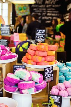 """How To: DIY Lush. """"The EXACT bath bomb recipe base used by LUSH! Simply customize with your favorite color, shape, and scent. Homemade Beauty, Homemade Gifts, Diy Gifts, Beauty Bar, Diy Beauty, Beauty Nails, Bombe Recipe, Bath Bomb Recipes, Lush Cosmetics"""