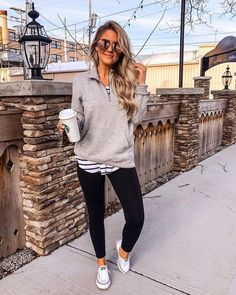 Casual Leggings Outfit, Outfits Leggins, Fall Leggings, Yoga Pants Outfit, Summer Leggings Outfits, Yoga Outfits, Relaxed Outfit, Workout Outfits, Jean Outfits