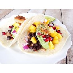 spicy black bean vegetarian tacos || recipe link in my profile! sauce made with @truefoodsinc hot sauce and plain @siggisdairy #siggisambassador #dailysiggis #truefoodsinc #food52 #forkfeed #foodblogger #foodiechats #foodnetwork #foodblogfeed #feedfeed #feedyoursoull #thefeedfeed #thekitchen #healthyaperture #huffposttaste #infatuation #eeeeeats #buzzfeast #buzzfeedfood #buzzfeedcleaneating #wholefoods by livelaughyum