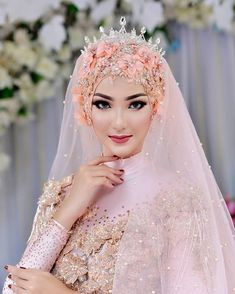 Erna Wwg lamongan (@ernawwg) • Foto dan video Instagram Wedding Reception At Home, Wedding Make Up, Diy Wedding, Wedding Poses, Wedding Couples, Wedding Dresses, Muslim Nikah, Muslimah Wedding Dress, Crown Pattern