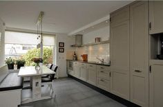 Keuken inspiratie on pinterest wooden doors wood shops and kitchens - Kleur grijze taupe ...
