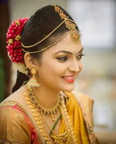 South Indian Hairstyle - Bride in Gold Maang Tikka with Chained Matha Patti and Gold Jewelry #wedmegood #indianbride #southindianbride #southindianwedding #southindianjewlery #floralhair