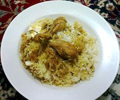 Original Indian Recipes by home makers, mothers, grandmothers & Indian food lovers. Dum Chicken Biryani (Fragrant Chicken and rice cooked dum style) Indian Chicken Recipes, Veg Recipes, Indian Food Recipes, Vegetarian Recipes, Dinner Recipes, Cooking Recipes, Healthy Recipes, Cooking Food, Dinner Ideas