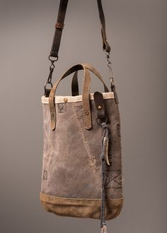 canvas duffel upcycled into tote and cross-body bag with leather details Leather Handle, Leather Purses, Leather Bags, Sacs Design, Denim Bag, Casual Bags, Beautiful Bags, Vintage Leather, Tote Handbags