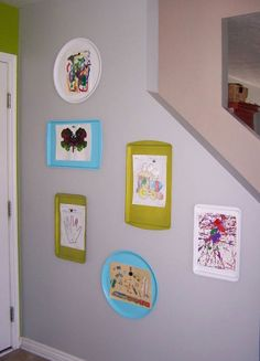 Spray paint metal pans and hang up on wall to easily rotate kid's artwork. So adorable.