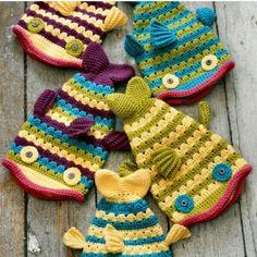 Crochet Fish Hat Pattern and Tutorial Crochet Fish, Crochet Baby Hats, Love Crochet, Baby Knitting, Knit Crochet, Book Crafts, Yarn Crafts, Crochet Projects, Free Pattern
