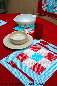 The Quilting Queen Online: Fun placemats featuring Riley Blake Gingham fabric #rileyblakedesigns #gingham