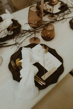 Lexy Marie is Toronto based wedding planner offering full service wedding planning, partial planning and day-of wedding planning. Wedding Coordinator, Wedding Planner, Black Wedding Themes, Dream Wedding, Wedding Day, Wedding Place Settings, Toronto Wedding, Modern Table, Maid Of Honor