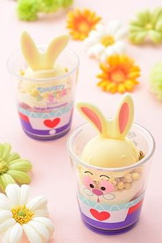 Easter Sundae, with a Souvenir Cup (Strawberry Panna Cotta and Vanilla Ice Cream) ¥860 Available at Ice Cream Cone