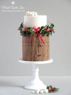 Holly and Log Christmas Cake Christmas Themed Cake, Christmas Cake Designs, Christmas Desserts, Christmas Treats, Christmas Baking, Christmas Cakes, Christmas Log, Simple Christmas, Wedding Cakes With Cupcakes