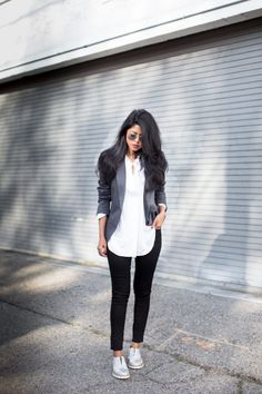 40 Ways to Wear Sneakers with Work Outfits - ropa, vacaciones y más Brogues Womens Outfit, Brogues Outfit, Oxford Shoes Outfit, Classy Work Outfits, Business Casual Outfits For Women, Work Casual, Outfit Work, Casual Chic, Looks Baskets