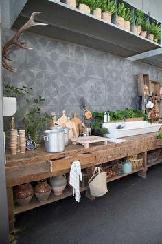 Vous rêvez de pouvoir cuisiner dans votre jardin sous le soleil ? Imaginez votre cuisine extérieure dans un petit ou grand espace. Retrouvez tout le matériel pour aménager votre cuisine extérieur sur Mon Magasin Général.