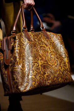 Etro Leather Weekend Bag / S/S 2014 / High Fashion / Ethnic & Oriental / Carpet & Kilim & Tiles & Prints & Embroidery Inspiration / Beautiful Handbags, Beautiful Bags, Purses And Handbags, Leather Handbags, Large Handbags, Sac Week End, Sacs Design, Carpet Bag, Gucci