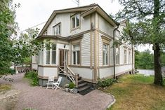 Kuistin kautta: Kotimme myynnissä Old Houses, Wooden Houses, Home Fashion, Mudroom, Home Interior Design, House Tours, Shed, Farmhouse, Cottage