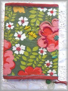 北欧のかわいい刺繍が入ったかわいいブックカバー❤︎ 手作りの温かみを感じるブックカバーアイデア♬