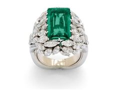 An Emerald and Diamond Ring « Dupuis Fine Jewellery Auctioneers