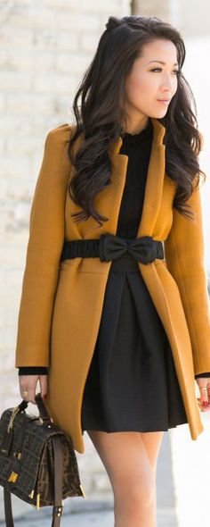 Love this deep mustard coat and bow belt. Whole look is great. Estilo Fashion, Look Fashion, Womens Fashion, Fall Fashion, Moda Lolita, Fall Outfits, Cute Outfits, Stylish Outfits, Look 2015