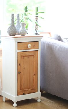 Upcycle your old thrifty vintage cupboards with these easy DIY. Diy Furniture Plans, Repurposed Furniture, Furniture Making, Furniture Makeover, Vintage Furniture, Painted Furniture, Furniture Design, Diy Cupboards, Furniture Restoration