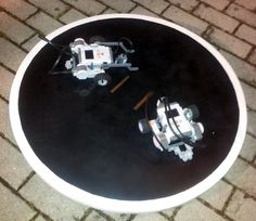 SumoBot su piattaforma dohyo autoprodotta / SumoBot on DIY dohyo platform #webot #lego #mindstorm Robotics, Poker Table, Lego, Home Decor, Homemade Home Decor, Poker Table Top, Robots, Interior Design, Legos