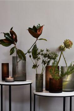 Vase rainurée en verre - Gris - Home All Interior Styling, Interior Decorating, Interior Design, Design Interiors, Decorating Blogs, Grand Vase En Verre, Reeded Glass, Large Glass Vase, Cut Glass