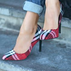 my Plaid Shoes! paired with a cool pair of boyfriend jeans and an oversized sweater, classic pumps in a plaid pattern can look quite chic. Cute Shoes, Me Too Shoes, Plaid Heels, Tartan Shoes, Tartan Plaid, Fall Plaid, Chic Chic, Winter Mode, High Heels