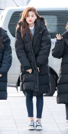Jung Chaeyeon, Choi Yoojung, Kim Sejeong, Jeon Somi, Korean Singer, Kpop Girls, Ulzzang, Girl Group, Winter Jackets