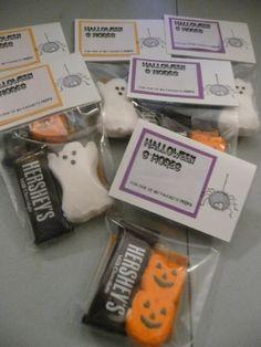 Cute idea for Halloween Smores Treats.