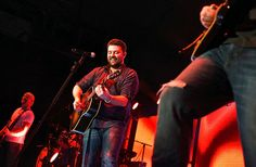 Lee Brice abd Chris Young a country sellout in Syarcsue