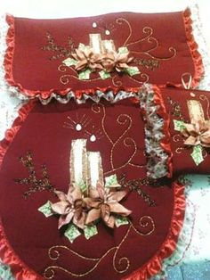 Christmas Decorations, Holiday Decor, Wool Applique, Ribbon Embroidery, Silk Ribbon, Christmas Stockings, Sewing Crafts, Arts And Crafts, Xmas