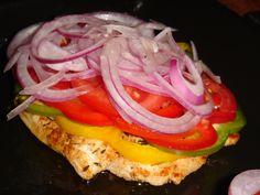 Fűszeres pulykasteak színes paprikákkal, paradicsommal, lilahagymával, baconnal és sok sajttal sütve Hamburger, Bacon, Sandwiches, Favorite Recipes, Ethnic Recipes, Foods, Food Food, Food Items, Hamburgers