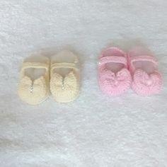 Kit contendo:    - 2 pares de sapatinhos de crochê para bebê