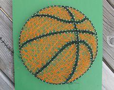 Made to Order String Art Soccer Ball Sign di BlossomingBurlap