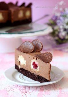Сочетание шоколадного коржа с нежным шоколадным муссом в сочетании с кольцами наполненными ванильным кремом,это очень вкусно и красиво. корж основа: 1 1\4 стакана…