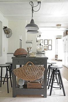 gorgeous white kitchen with grey island table and pendant lamps + amazing woven market bag summerhouse style ---- island Kitchen Interior, New Kitchen, Kitchen Dining, Kitchen Decor, Kitchen Island, Island Table, Rustic Kitchen, Kitchen Industrial, Island Bench