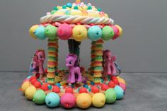 Tarta de chuches - Candy cake - Gâteau de bonbons - Snoeptaart Candy Buffet, Unicorn Birthday Parties, Birthday Cake, Kisses Candy, Rainbow Treats, Sweetarts, Chocolate Bouquet, Candy Apples, Candy Cakes