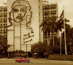 Plaza de la Revolucion, with the famous photo of Che. Havana, #Cuba  See the Real, Authentic Cuba with Vamos*Cuba.    No está de más ir nuevamente.
