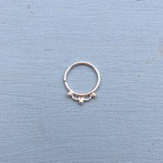 Dewdrops Septum Ring  Solid Sterling Silver  por AliceRubyStudio