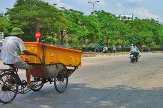 Coffin delivery // Indo buscar alguém. Tá na hora de ir e não voltar.  #coffin #cyclo #delivery #haiphong #vietnã