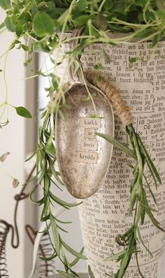 Love this little spoon pot hanger with quote - no instructions, but easy to do - print words and modpodge to spoon, give a sealing coat, bend handle to hang over pot - can also use discarded spoon bowls if you use handle for something else, and just dangle it - #upcycled #spoon #bowl #plant #hanger #poem #saying #Scripture #song #lyrics #dictionary #definition #decoupage #mod-podge #varnish #crafts - idémakeriet: Spice of life - tå√