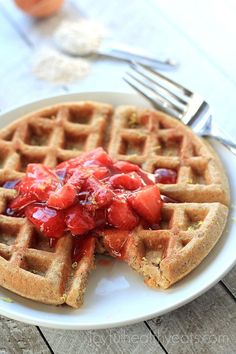 You will feel like your eating at a Bed & Breakfast with these Whole Wheat Oatmeal Waffles with Strawberry Vanilla Compote. | www.joyfulhealthyeats.com