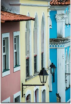 Brazil was colonised by Portuguese explorers centuries ago, and this culture has continued to influence the look and feel of this country. Today, there remain a few examples of this Portuguese architecture of yesteryear. Congress Building, Lisbon Apartment, Floral Furniture, Traditional Homes, Portuguese, Old Houses, Baroque, Classic Style, Brazil