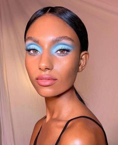 Blue eyeshadow comes in many versatile forms and shades. We've created a gallery of blue eyeshadow looks to inspire your next makeup look. Makeup Inspo, Makeup Art, Makeup Inspiration, Makeup Tips, Beauty Makeup, Makeup Ideas, Makeup Meme, Cat Makeup, Clown Makeup