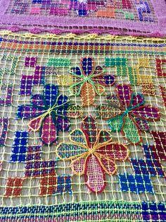 100% handmade Brazilian tray cloth. Like it? More info at www.facebook.com/olhodemascate #panosdebandeja #rendadebilro #rendafile #crochet #decoração #decoration #weaving #naturalfiber #handmade #tradicionalart