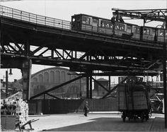 Berlin: S-Bahn Nord-Süd, Hochbahnüberführung Möckernbrücke, im Hintergrund der Anhalter Bahnhof