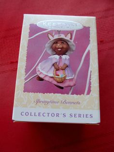 "HALLMARK EASTER ORNAMENT 1997 #5 IN SERIES NIB ""SPRINGTIME BONNETS"""