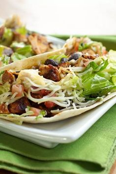 Weight Watchers Lime Chicken Tacos Recipe with cilantro, red wine vinegar, garlic, green onions, and flour tortillas. A Mexican dinner recipe that's low calorie and low fat. 5 WW Smart Points (Green Plan) Cilantro Recipes, Chicken Taco Recipes, Garlic Recipes, Healthy Recipes, Ww Recipes, Low Calorie Chicken Recipes, Chicken Meals, Turkey Recipes, Lunch Recipes