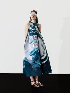 Satu Maaranen, the old-Couture inspired, Helsinki-based designer, presented herlatest collection for Spring/Summer 2015 Fashion Prints, Fashion Art, High Fashion, Womens Fashion, Fashion Design, Haute Couture Style, Style Bleu, My Style, Vogue